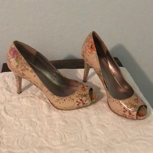 🌹👗2/$25👗🌹 Nine West peep toes pumps size 8.5